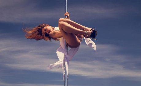 Мис мокра фланелка 2020, танци на пилон върху вода