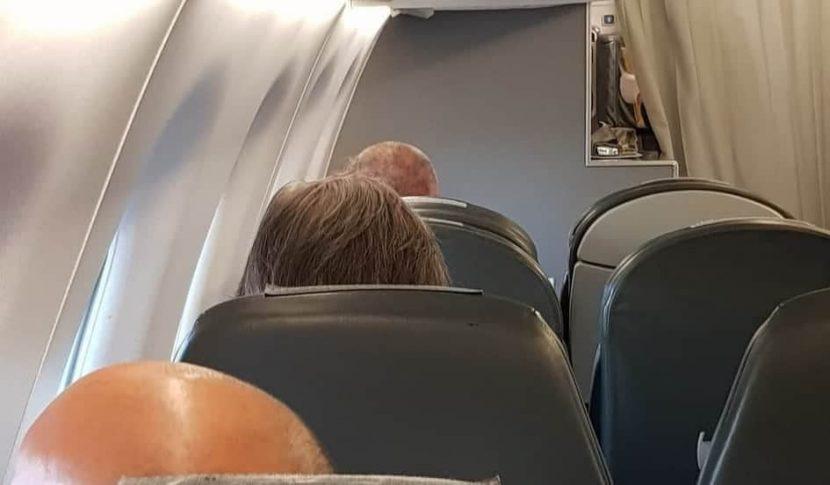 Пътници за самолет чакат на 40 градуса Веселин Марешки да се качи
