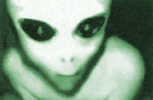 Извънземно или играчка е заснето в клип, който разбуни духовете в социалните мрежи (ВИДЕО)