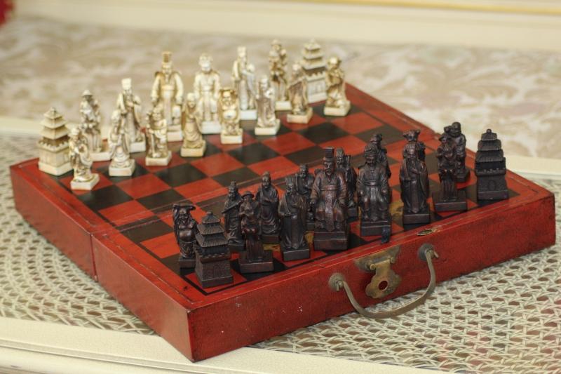 Искат белите фигури да не започват първи в шаха