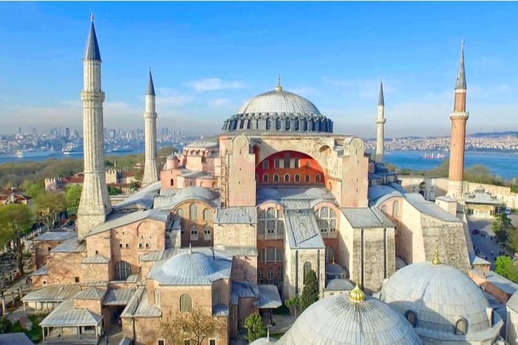 """Турски съд даде зелена светлина """"Света София"""" да стане джамия"""