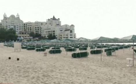 Не пуснаха семейство до плажа, нямали резервация