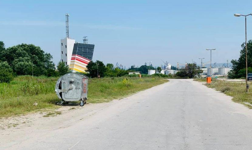 """Допълнителни контейнери за смет се появиха на плажната алея в """"Аспарухово"""" (снимки)"""