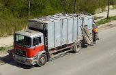 Боклучийски камион се килна в канавка