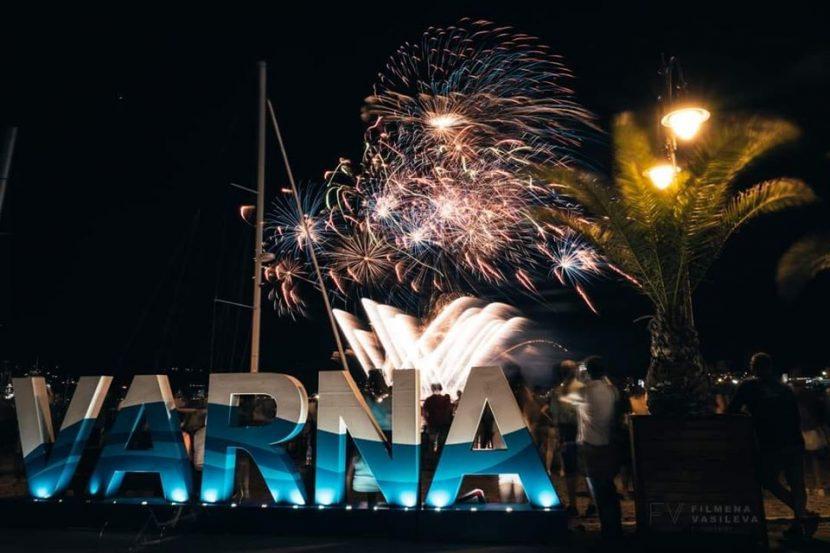 Красива заря за празника на Варна (видео)