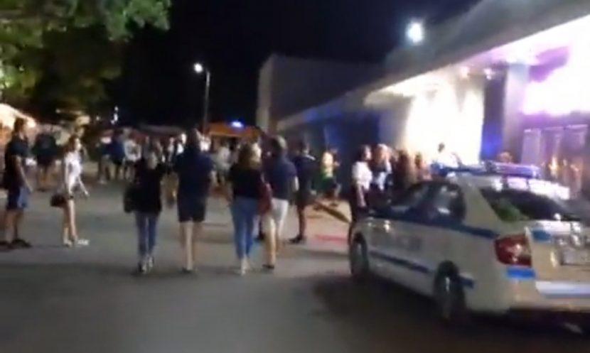 Читател на Будна Варна: линейка и патрулка пред дискотека