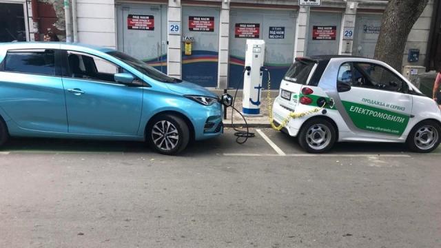 Инсталираха нови две зарядни станции за електромобили