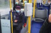 Във варненски тролей: Пътник се кара на аутист без маска