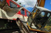 Влак от Варна за София се блъсна в багер