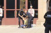 Жена се опита да нахлуе в сградата на Президентството (ВИДЕО+СНИМКИ)