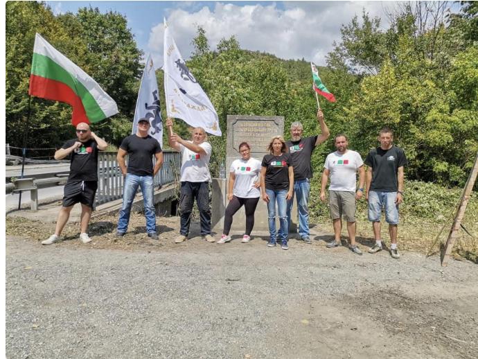 Възрожденци от Варна, Добрич и Бургас обновиха паметника на хан Крум в Ришкия проход