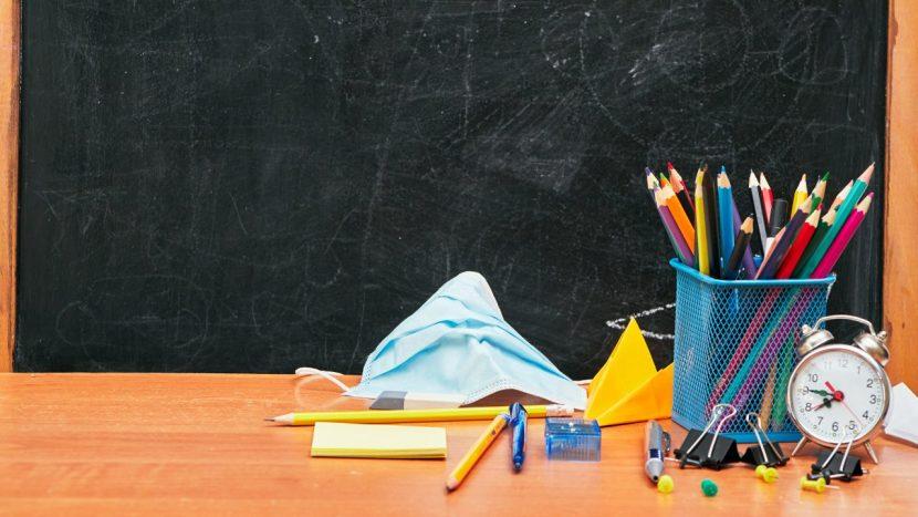 От 15 септември: Учителите с маски и шлемове в клас