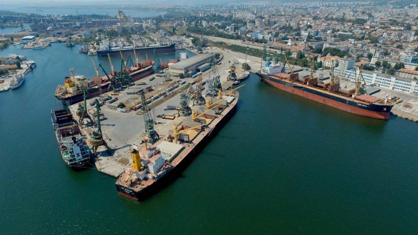 Правителството взе 4 сгради на пристанище Варна-Изток
