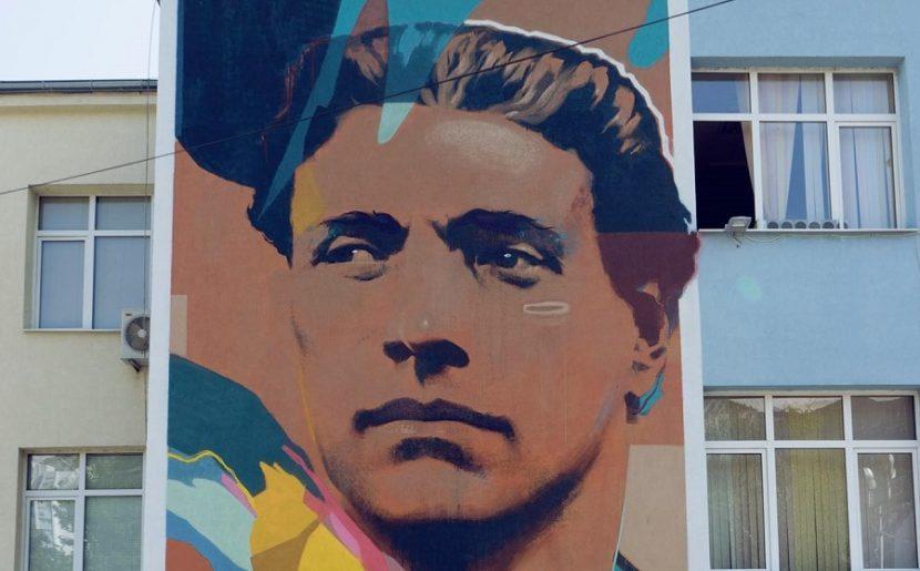Набират средства за портрет на Васил Левски на фасадата на варненско училище