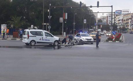 Моториста пред катедралата е починал