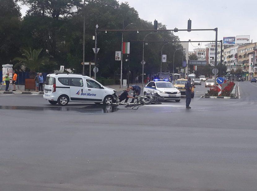Отново блъснаха моторист пред Катедралата