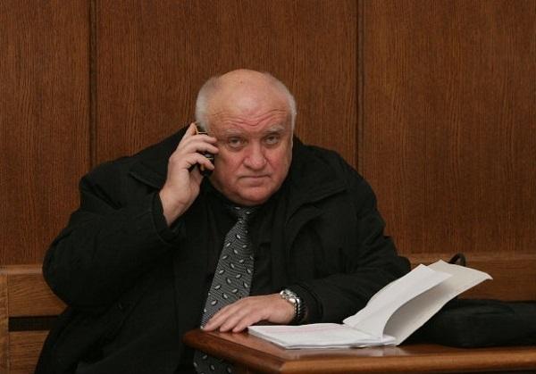Адв. Марковски: До 200 лв. глоба и 15 дни арест за хвърляне на яйце