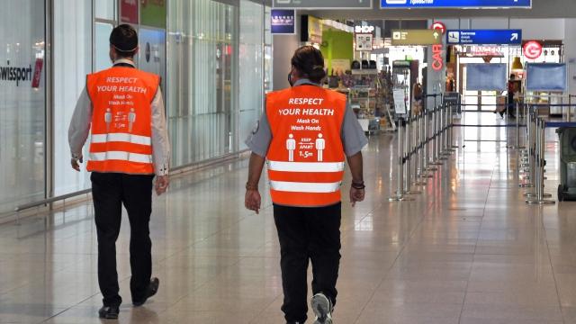 Летищата във Варна и Бургас с агенти за безопасно летищно преживяване