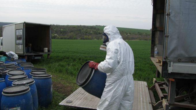 Проверяват склад със стари пестициди край Варна
