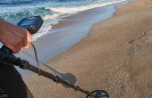 Безработни претърсват пясъчната ивица край Варна