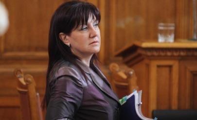 Поискаха оставката и на Караянчева