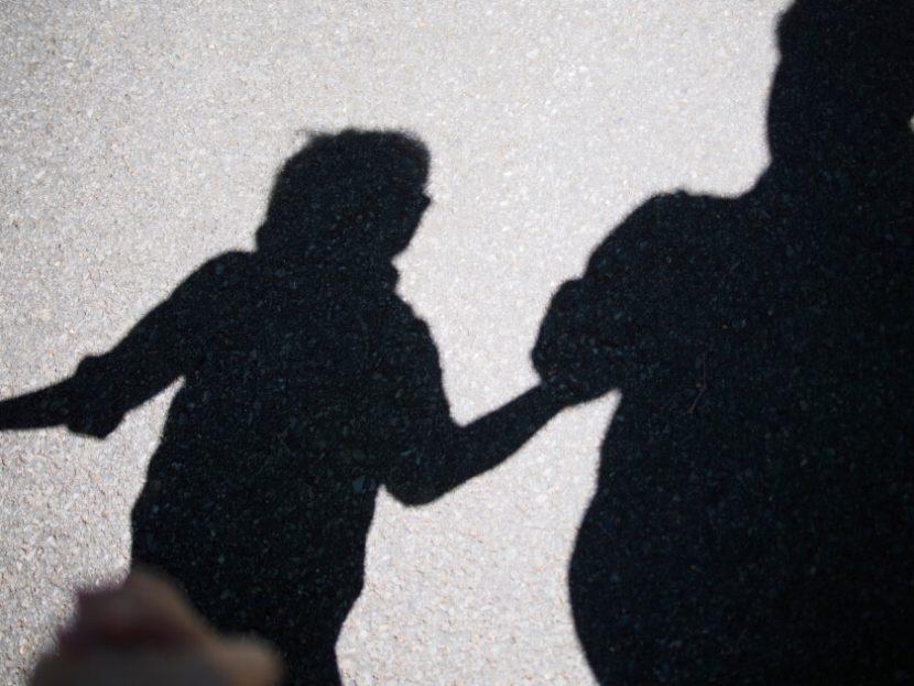 Мъж отвлече 13-годишно, за да застави майката да се върне при него
