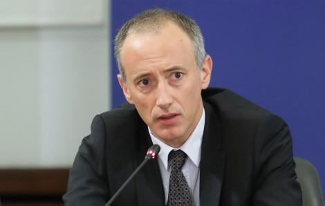 Министър Вълчев: Децата ще носят маски не повече от 30 минути на ден