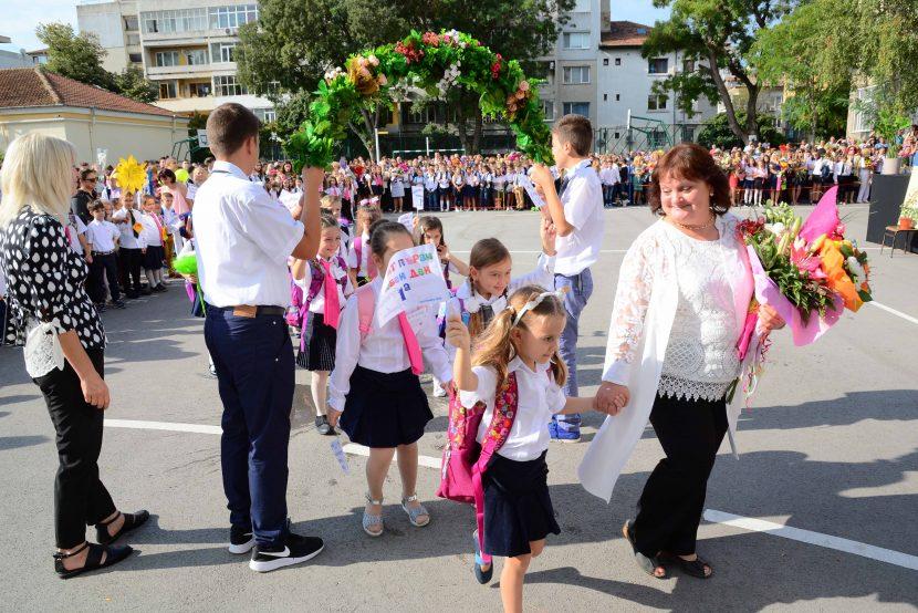 Първият звънец ще бие за над 2750 първокласници във Варна