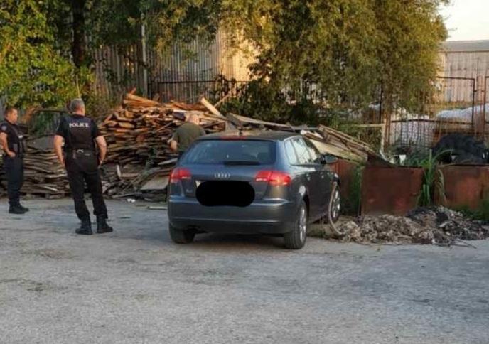 """Екшън във Варна: Мъж задигна """"Ауди"""", гониха го полицаи (снимки)"""