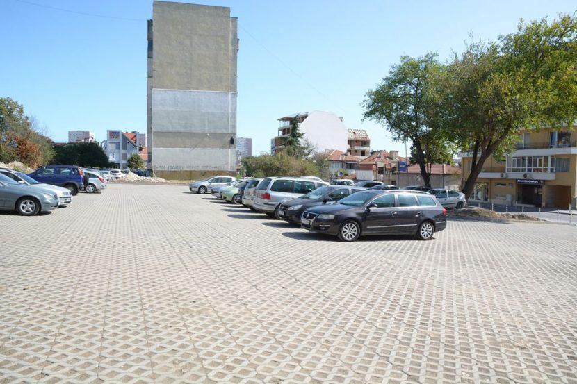Изградиха нов паркинг (снимки)