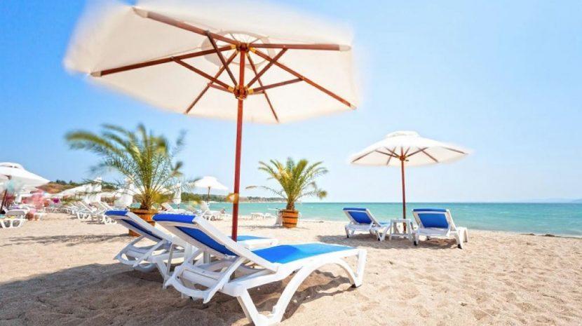 Безплатни чадъри и шезлонги по плажовете догодина