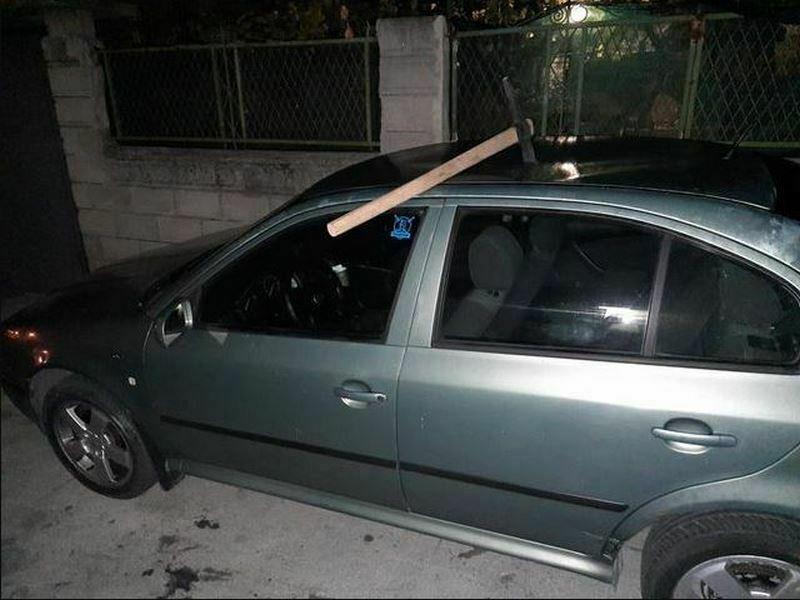 Забита кирка в кола, стресна варненци