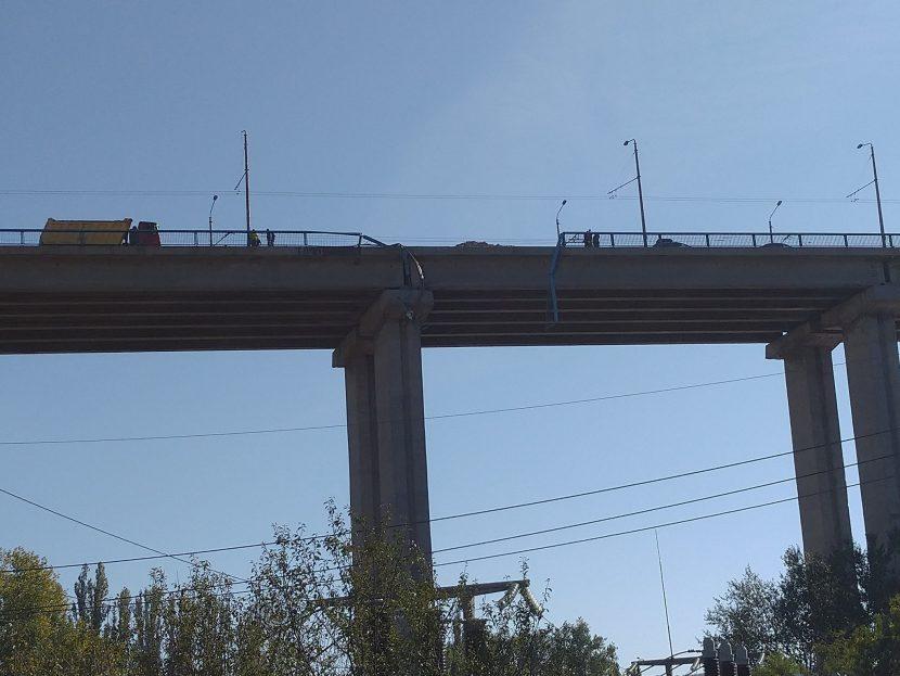 Правят експертиза на пътя и мантинелата след тежкия инцидент на Аспаруховия мост