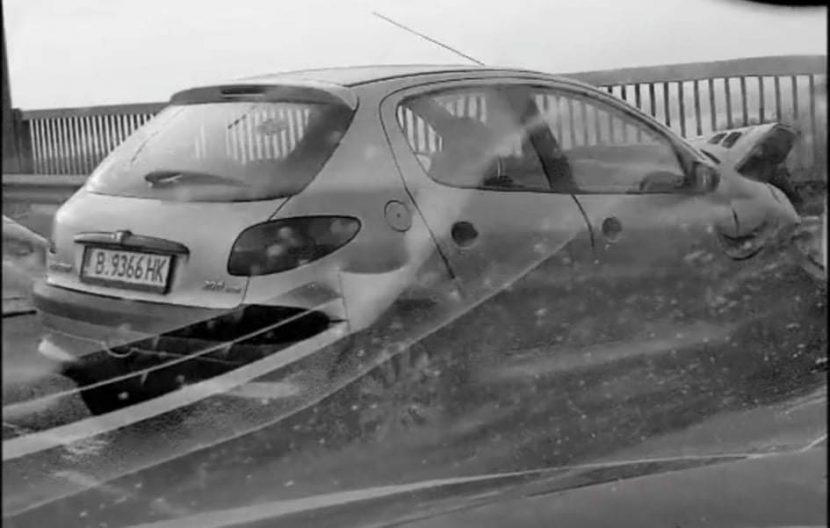 Катастрофа блокира Аспарухов мост (видео)
