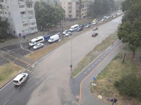 """Изграждат още отводнителни решетки край бул. """"Левски"""""""