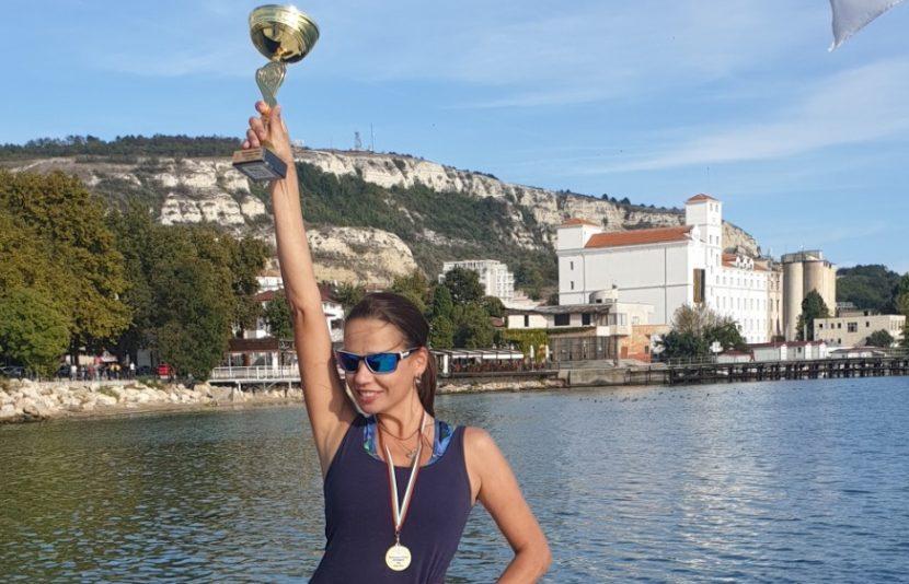 """Топ-модел от Варна замени короната с купа и златен медал на регата """"Октомври"""" в Балчик"""