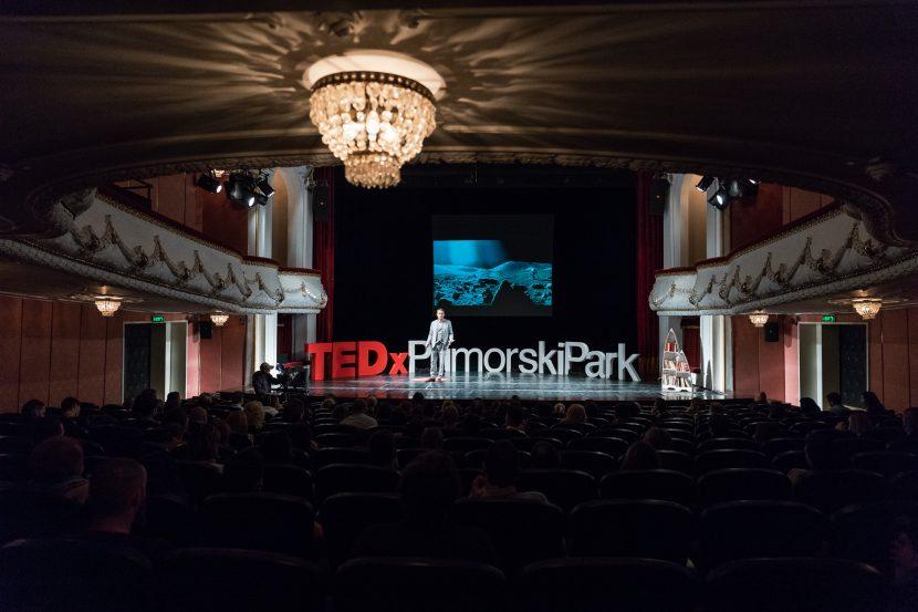 Актьори и изпълнители завладяват сцената на TEDx във Варна