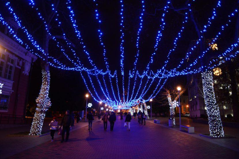 43 000 метра гирлянди грейват за Коледа във Варна