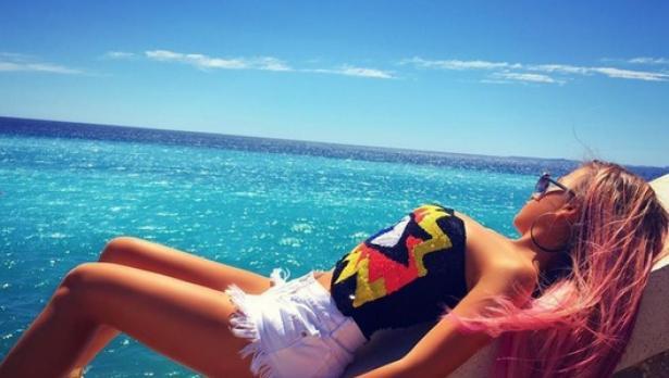 Гери-Никол сгафи с фотошопа и циците (снимка)