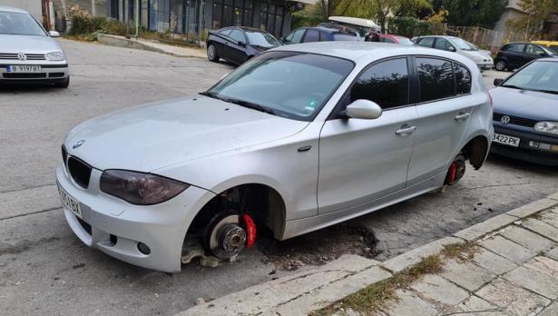 """BMW осъмна на трупчета във варненския квартал """"Възраждане"""""""