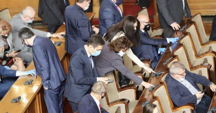 Нажежени страсти в парламента – заплахи и напрежение