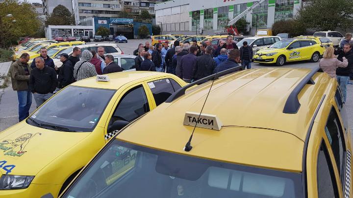 Варна остава без автобуси и таксита за ден