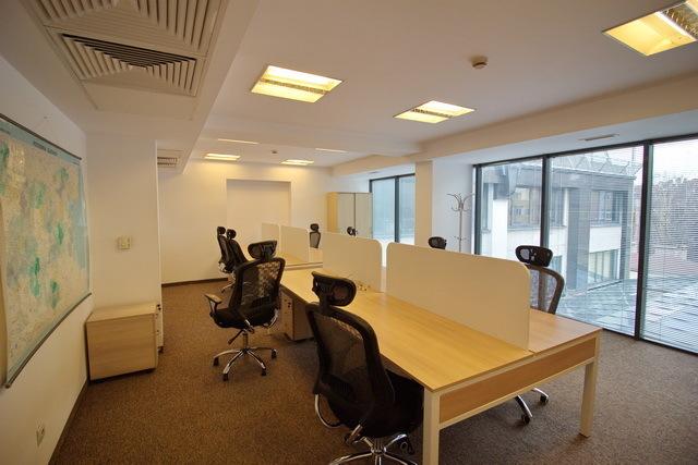 Офисите във Варна по-евтини, но и по-празни