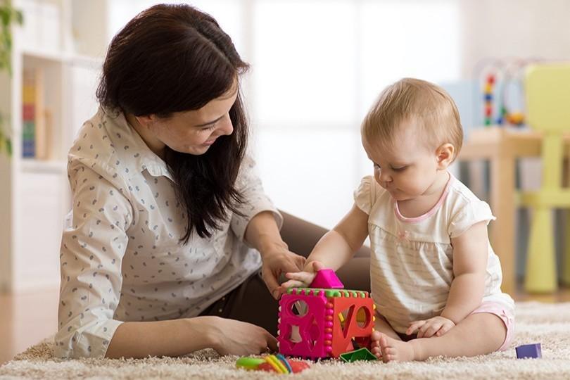 Родителите могат да кандидатстват за детегледачка