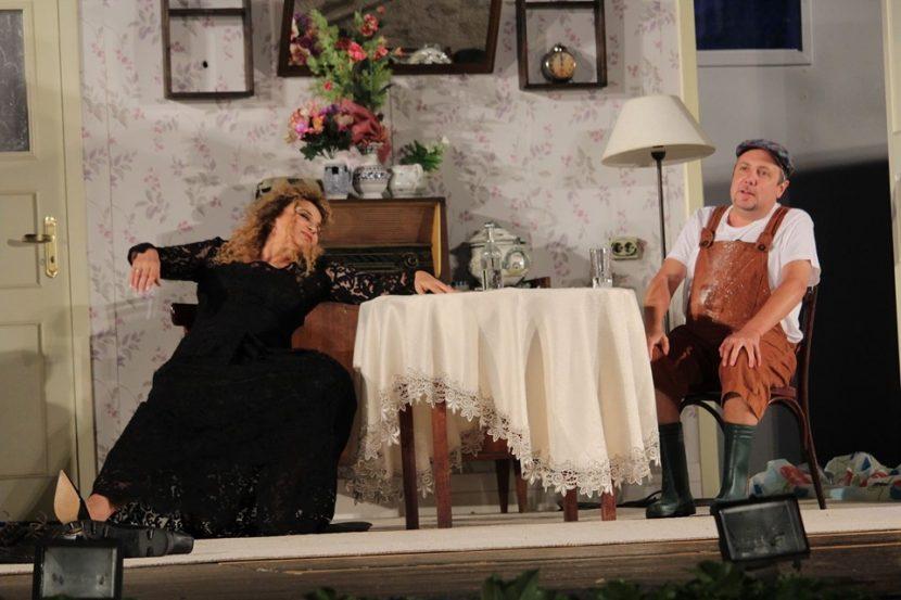 """Аня Пенчева разказва за любовта в комедията """"Тя, той и още двама-трима"""""""