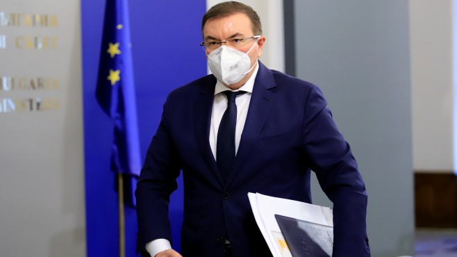 Здравният министър ще се ваксинира първи в България