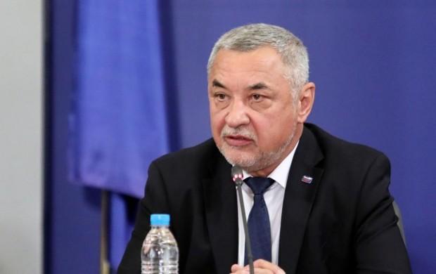 Симеонов: Дано нацията ни не си замине покрай мераците на Радев