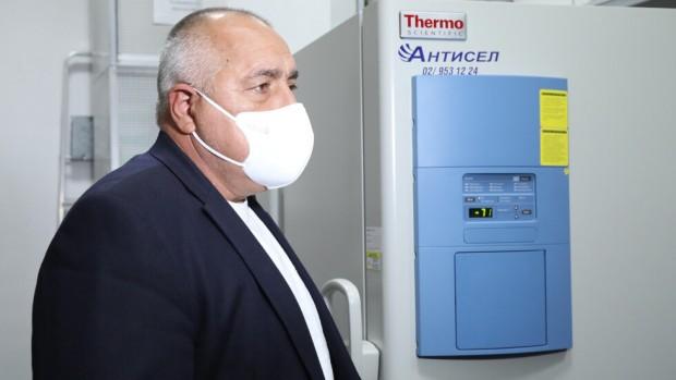 Борисов: Готов съм да се ваксинирам пръв, но ще изчакам реда си