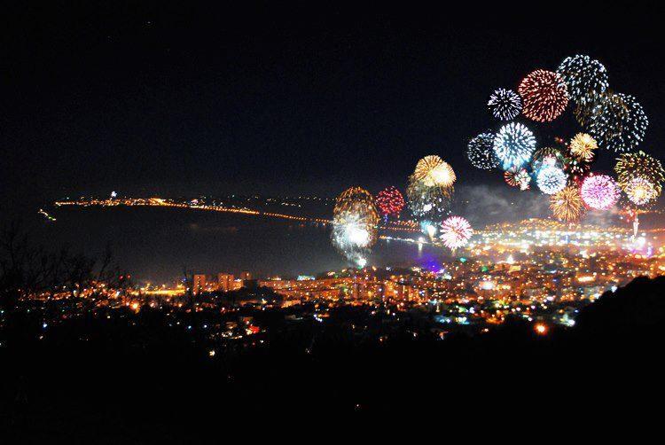 За първи път Варна посреща новата година със заря от пет места