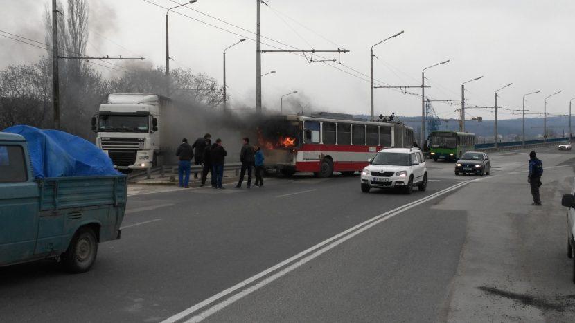 Горя автобус на градски транспорт